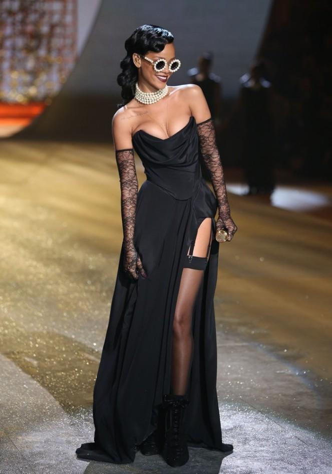 rihanna-2012-victoria-s-secret-fashion-show-inside-28_2.jpg