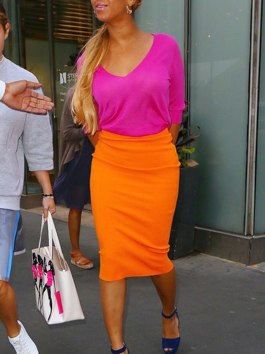 2-beyonces-new-york-city-pink-sweater-orange-pencil-skirt-prada-purple-suede-platform-sandals-aurc3a9lie-bidermann-cashmere-aqua-marina-earrings-and-ray-ban-clubmaster-wood-sunglasses-900x1200.jpg
