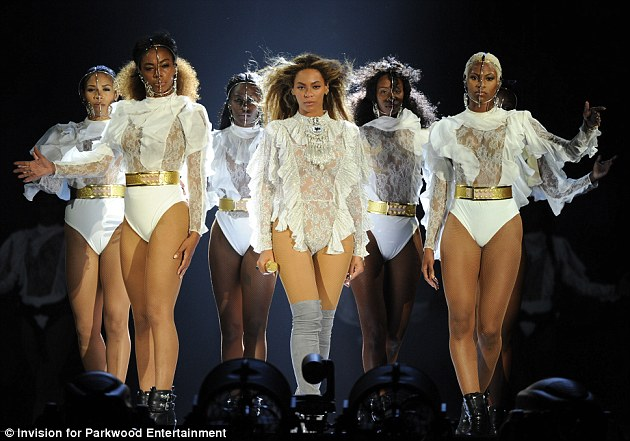 339b0eb200000578-3562845-back_on_the_road_beyonce_kicked_off_her_formation_world_tour_in_-m-178_1461825773061.jpg