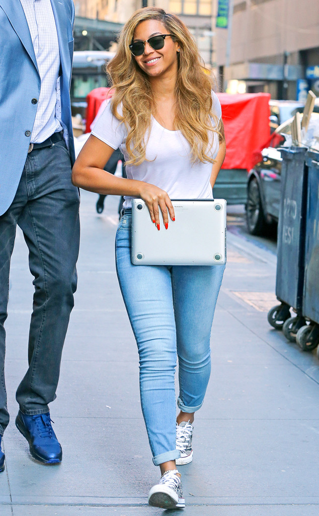 rs_634x1024-150713164025-634.beyonce-jeans-nyc.ms_.071315.jpg