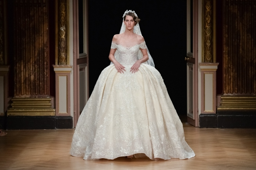 ziad_nakad_runway-_paris-fashion-week_haute-couture-fall_winter_2016_2017_bn-bridal_2016_gettyimages_545231682.jpg