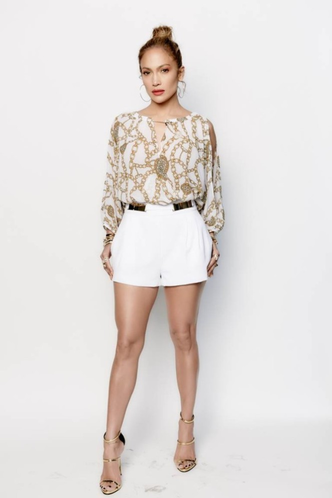 0-jennifer-lopezs-american-idol-jennifer-lopez-for-kohls-chain-print-split-sleeve-crossover-top-and-white-pleated-embellished-shorts-667x1000.jpg