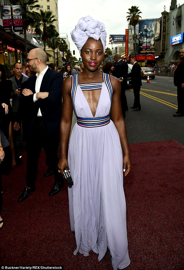 38a1798d00000578-3799512-accessories_the_12_years_a_slave_actress_also_donned_an_elaborat-m-208_1474428952276.jpg