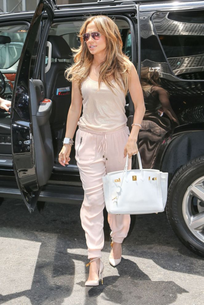 jennifer-lopez-casual-style-out-in-new-york-city-june-2014_1.jpg