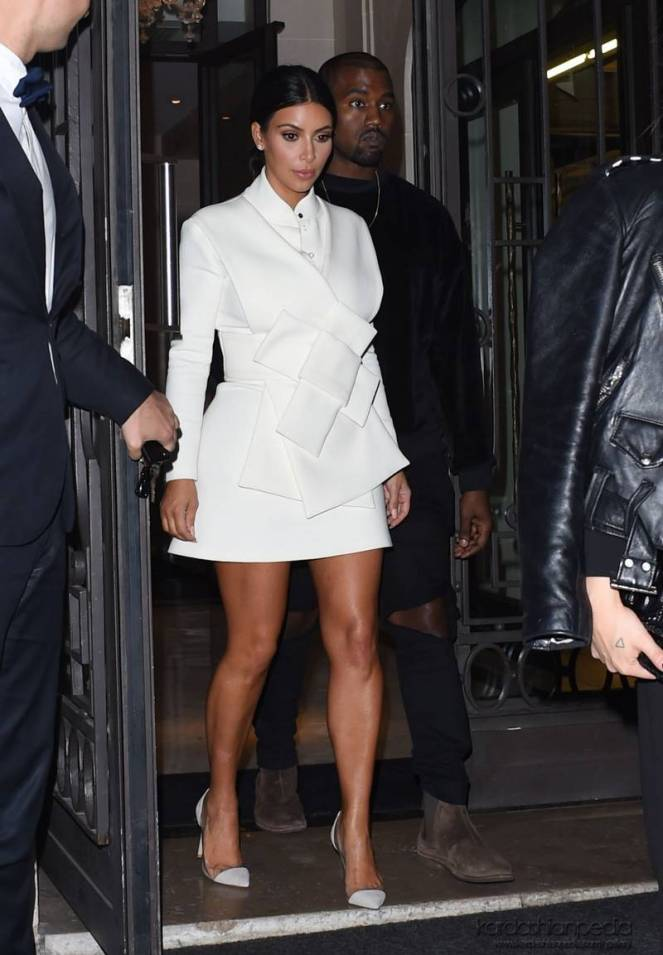 10-kim-kardashian-fashion1.jpg