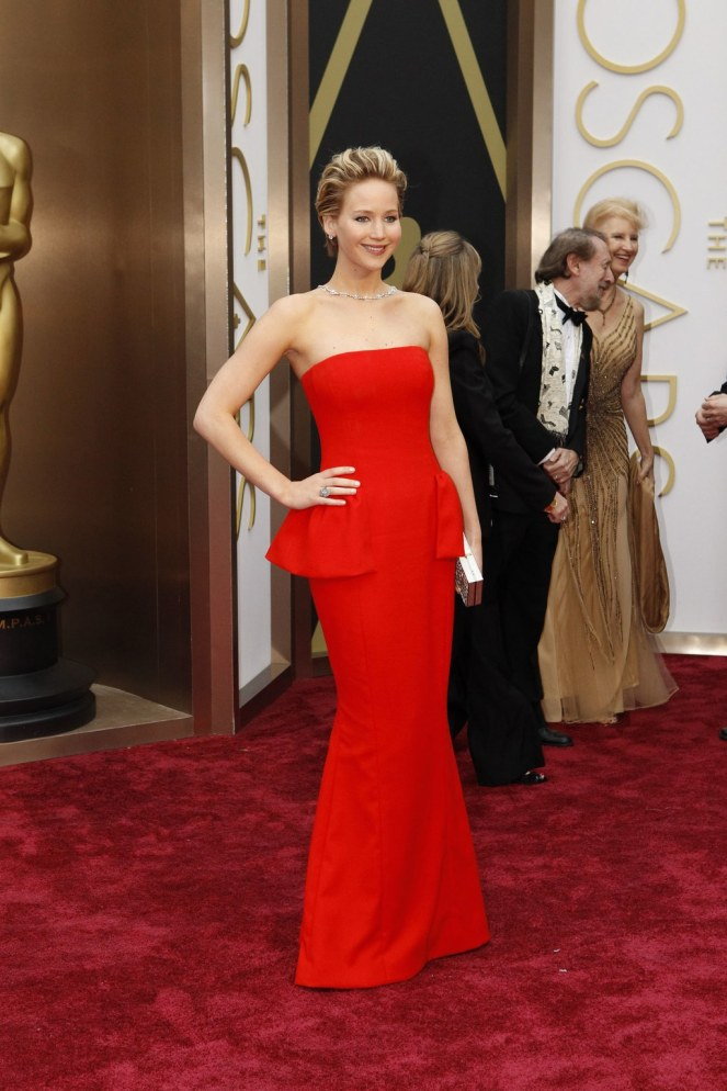 fashion-2016-01-20-jennifer-lawrence-oscars-2014-red-dior-main.jpg