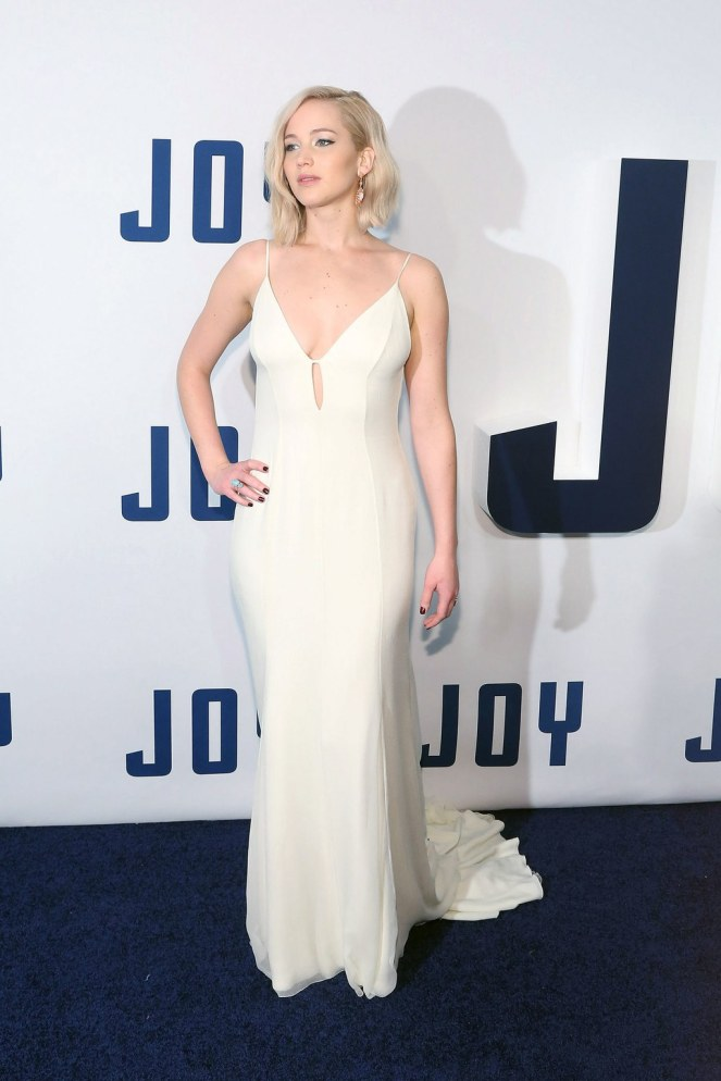 fashion-2016-01-26-jennifer-lawrence-joy-nyc-2015-main.jpg