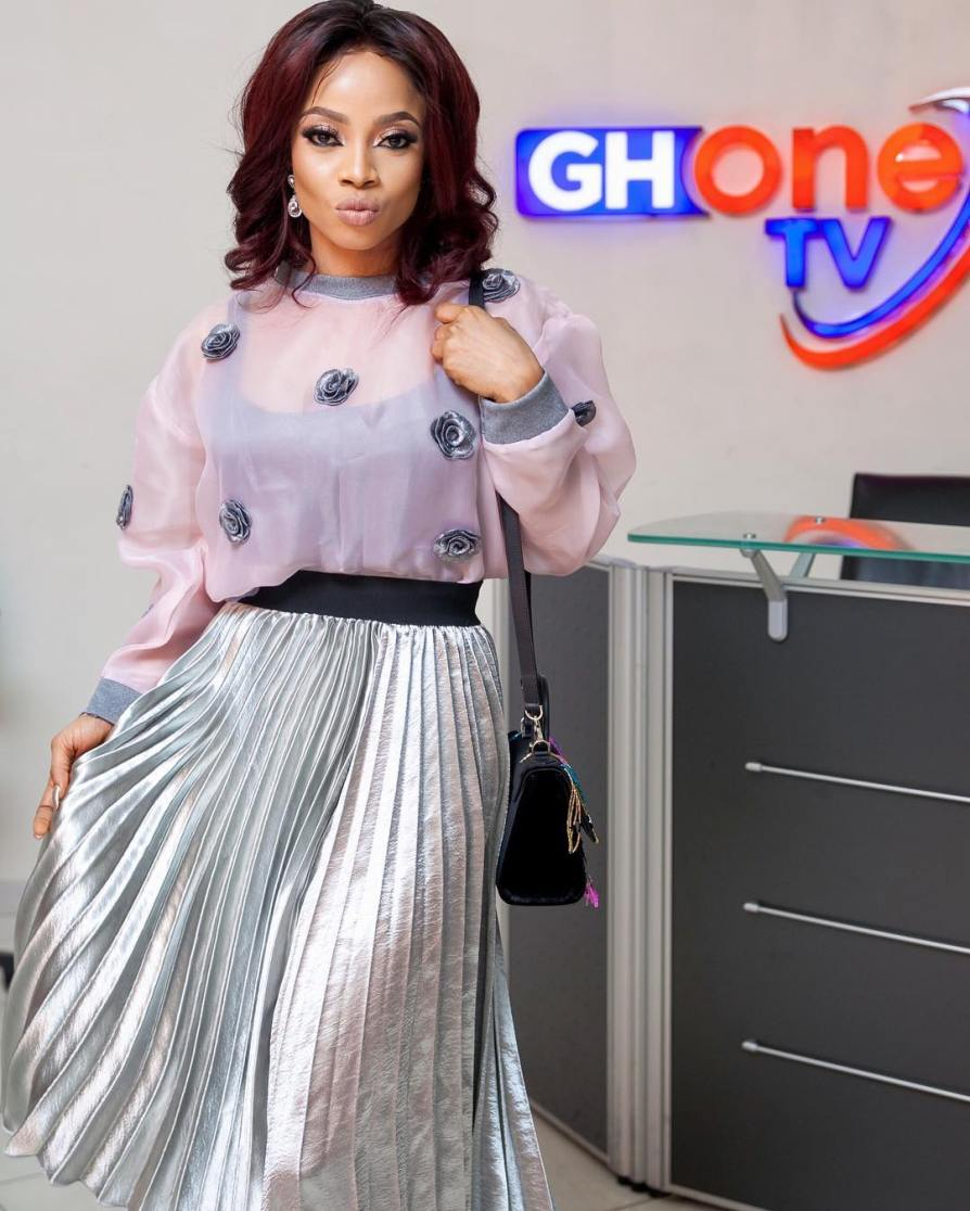 Pictures-of-Toke-Makinwa-in-Ghana-for-her-On-Becoming-book-launch-viviangist.com-1