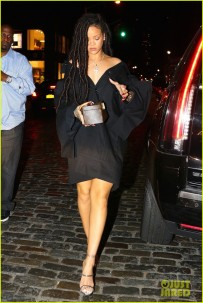 rihanna-steps-out-to-dinner-with-neice-majesty-11.jpg