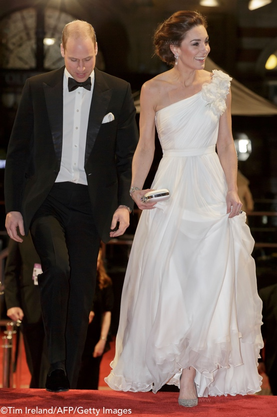 Kate-William-Arrive-Top-of-Steps-BAFTA-Feb-10-2019-White-McQueen-TIM-IRELAND-AFP-Getty-Images-555-x-830.jpg